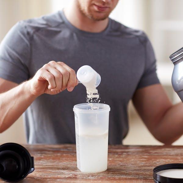 Är det hälsosamt med proteinpulver och annat tillskott?