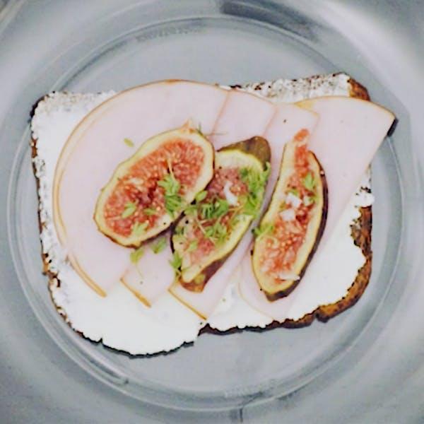 Kalkon och fikonsmörgås